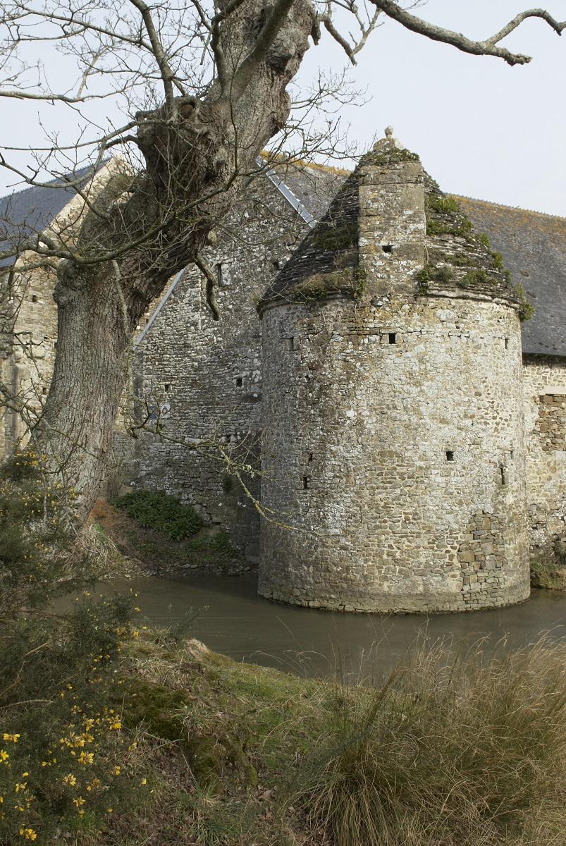 Tour défensive de l'ancienne charetterie, angle sud-est.